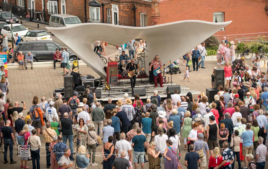 Freak Flag on the DLWP terrace stage